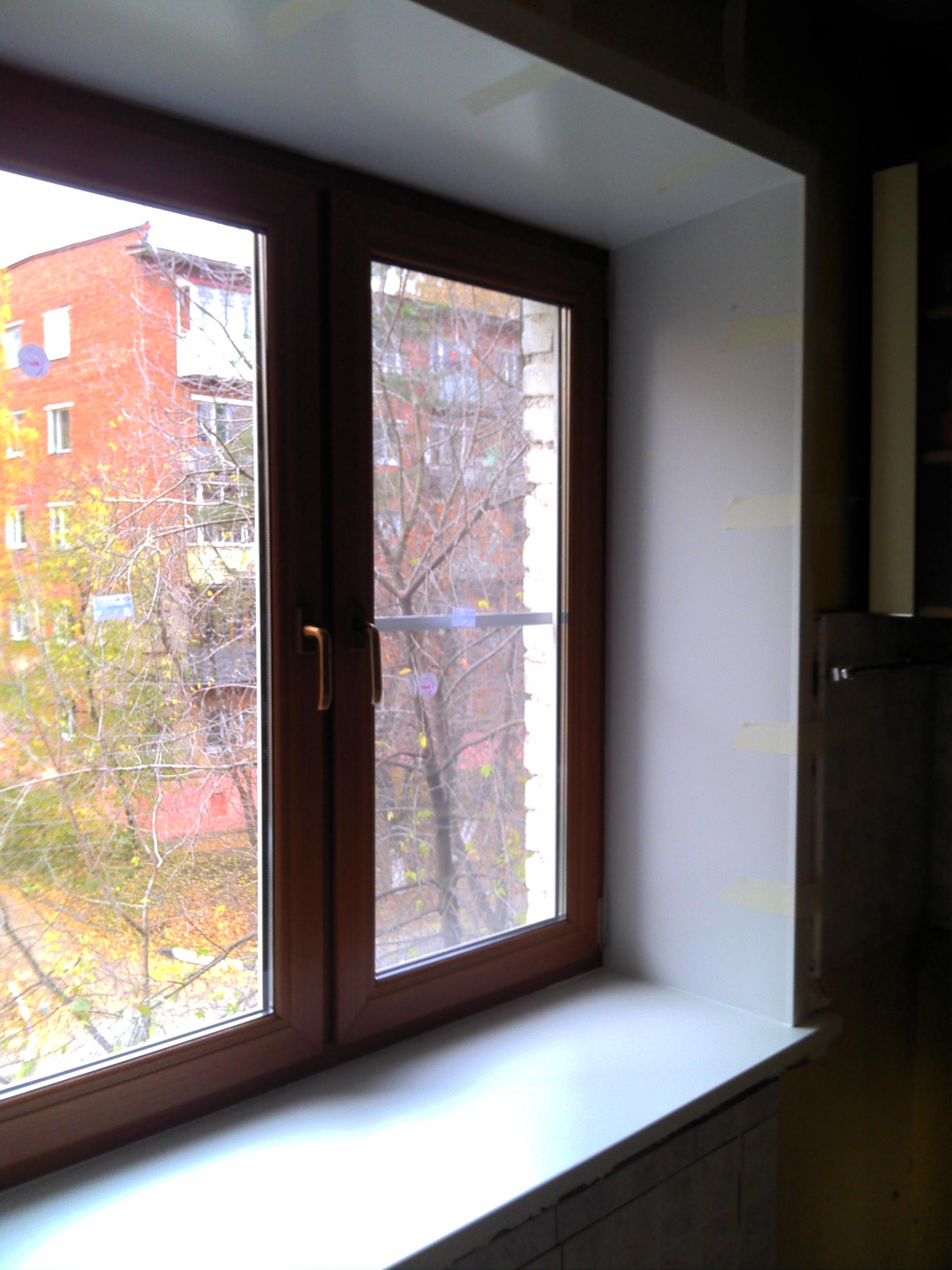 """Цветные окна пвх (ламинированные и коричневые """"под дерево"""")."""